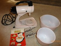 VINTAGE 1950s PINK SUNBEAM STAND MIXER in Bolingbrook, Illinois